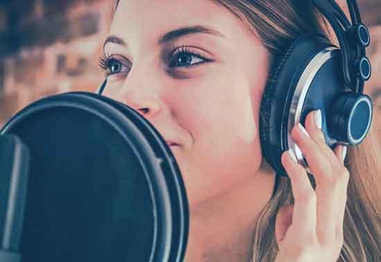 Как добавить закадровый голос к видео в Adobe Premiere